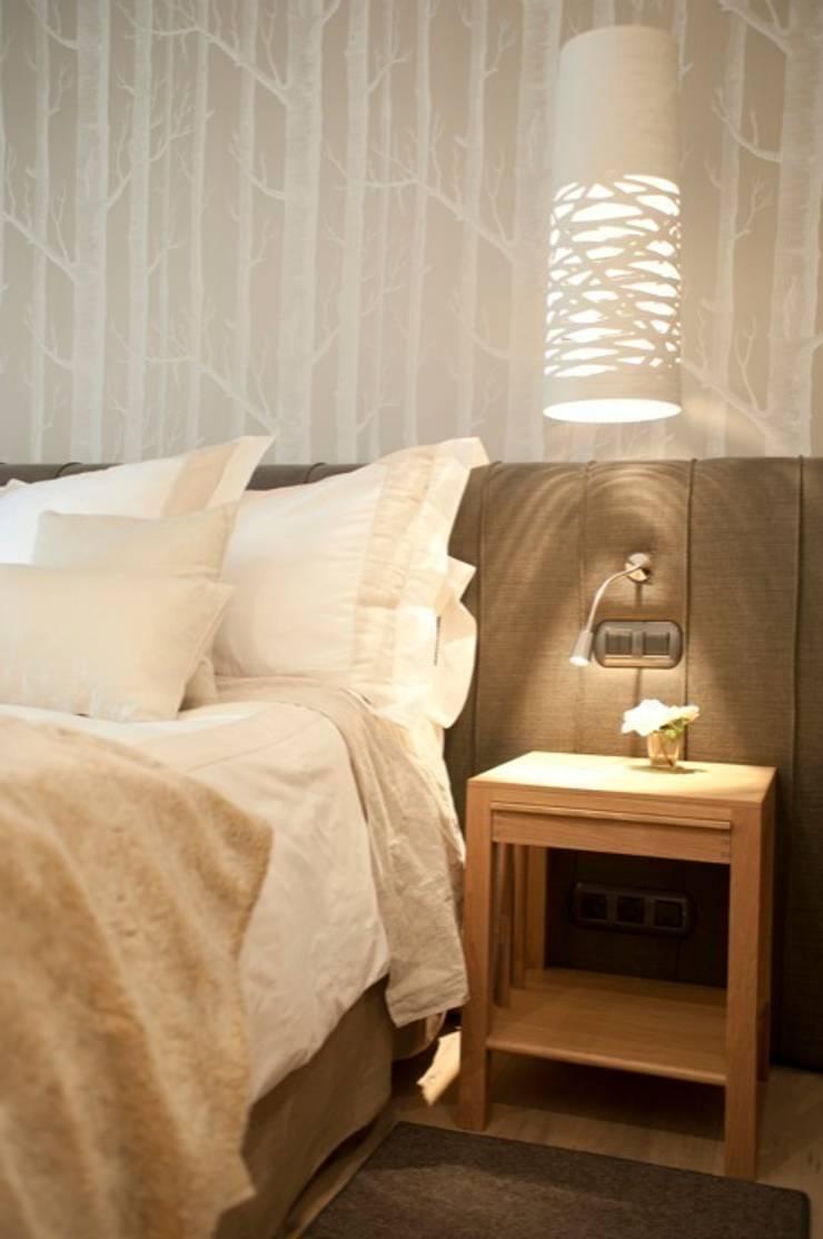 Sube Susaeta Interiorismo – Sube Contract diseño interior de casa con gran cocina: Dormitorios de estilo  de Sube Susaeta Interiorismo