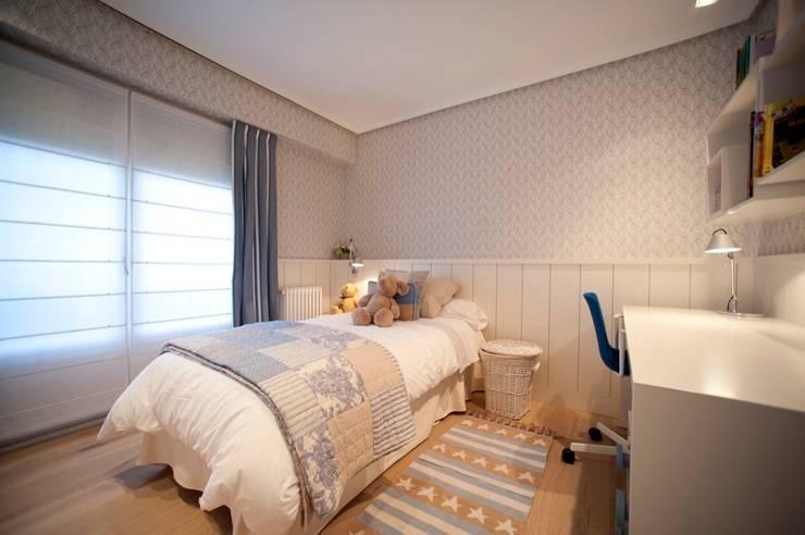 Sube Susaeta Interiorismo – Sube Contract diseño interior de casa con gran cocina: Dormitorios infantiles de estilo  de Sube Susaeta Interiorismo