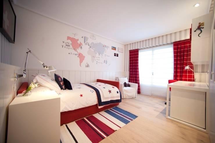 Sube Susaeta Interiorismo - Sube Contract diseño interior de casa con gran cocina: Dormitorios infantiles de estilo  de Sube Susaeta Interiorismo