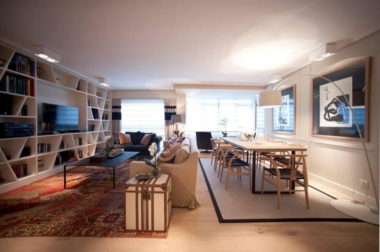 Sube Susaeta Interiorismo - Sube Contract diseño interior de casa con gran cocina: Salones de estilo  de Sube Susaeta Interiorismo