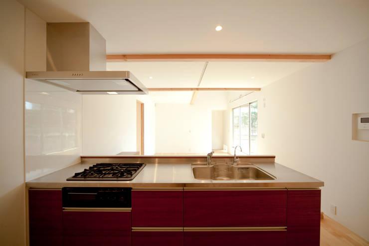 キッチン: 有限会社クリエデザイン/CRÉER DESIGN Ltd.が手掛けたキッチンです。