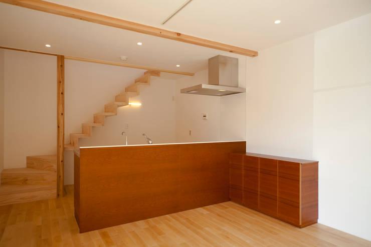ダイニングキッチン: 有限会社クリエデザイン/CRÉER DESIGN Ltd.が手掛けたキッチンです。