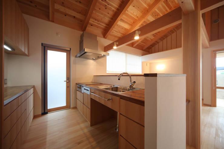 キッチン: 青木昌則建築研究所が手掛けたキッチンです。