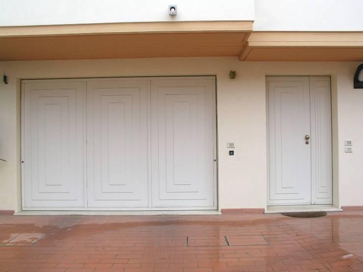 Puertas y ventanas de estilo ecléctico de Criscione Arredamenti
