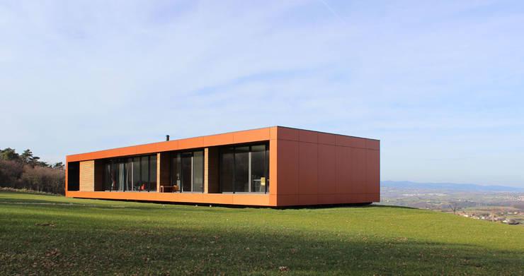 Maison bois et paille: Maisons de style de style Moderne par Gallet - Architectes