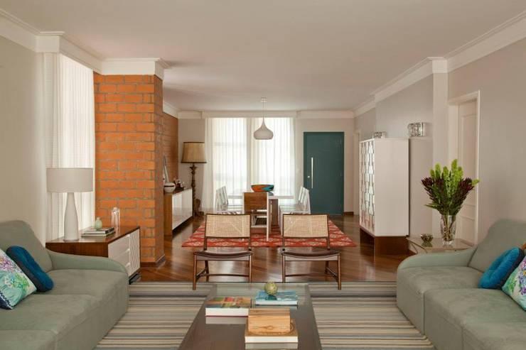 Salas/Recibidores de estilo  por CARMELLO ARQUITETURA,
