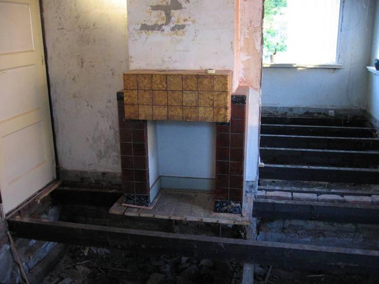 Oude situatie woonkamer:   door TTAB (Tjade Timmer Architect & Bouwadvies)