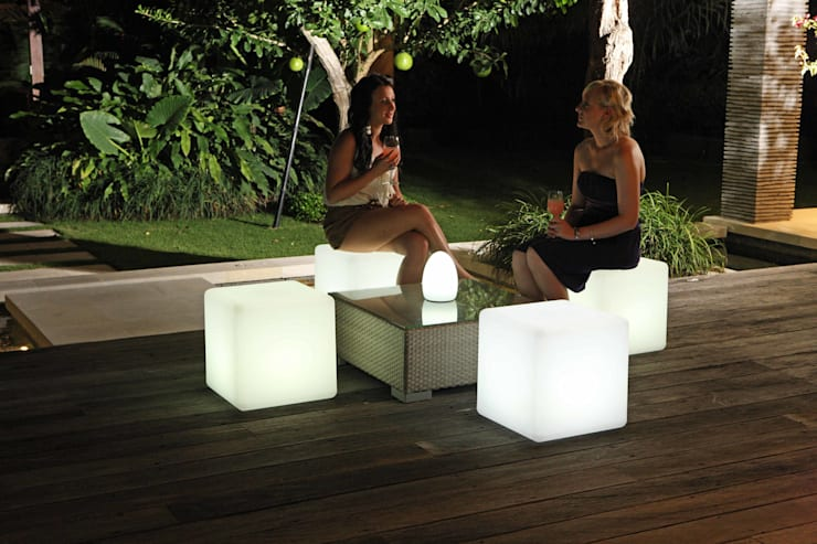 Solid LED Cube Stool:  Balconies, verandas & terraces  by Jusi Colour