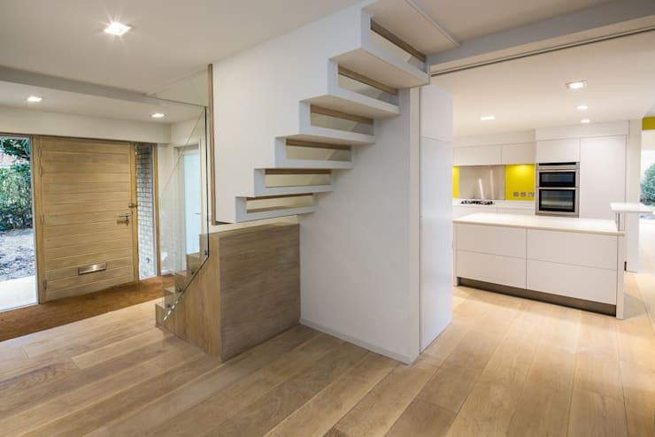 Stairs & entrance hall:  Corridor & hallway by Gavin Langford Architects