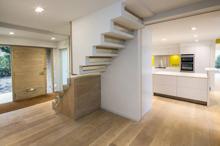 Corridor & hallway by Gavin Langford Architects, Modern