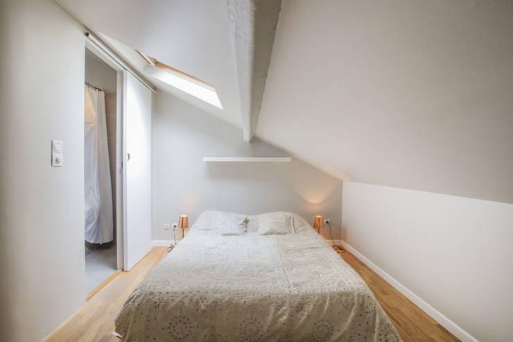 ASILE POPINCOURT 75011 PARIS : Chambre de style de style Moderne par cristina velani