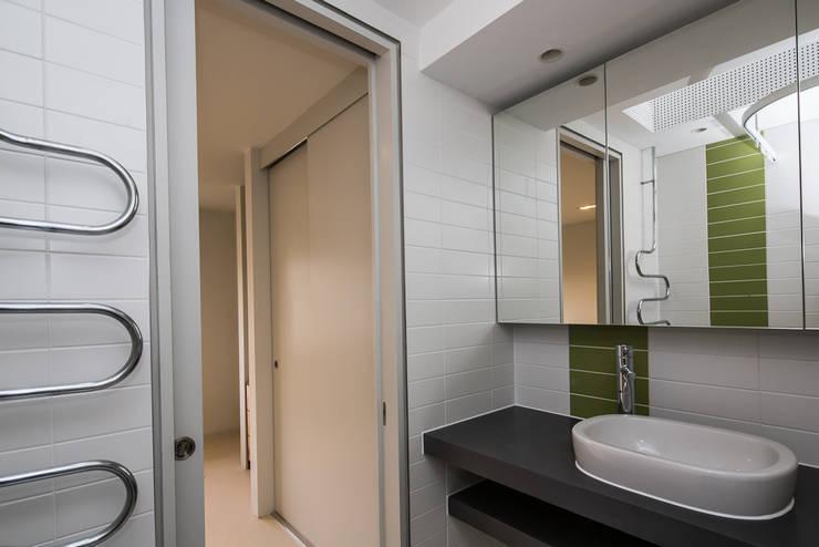 Bathroom by Gavin Langford Architects, Modern