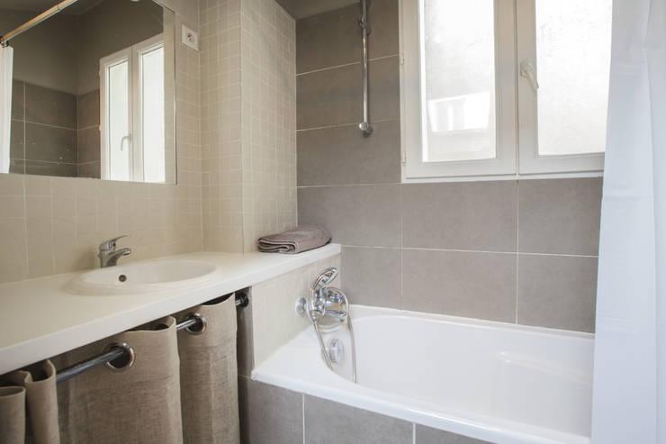 ASILE POPINCOURT 75011 PARIS : Salle de bains de style  par cristina velani