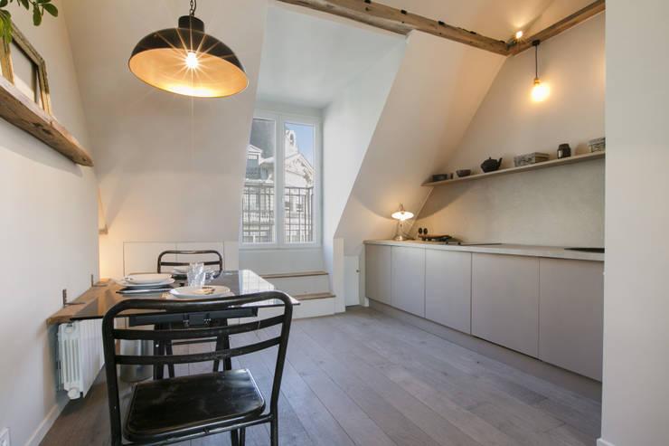 Ruang Makan Gaya Skandinavia Oleh cristina velani Skandinavia
