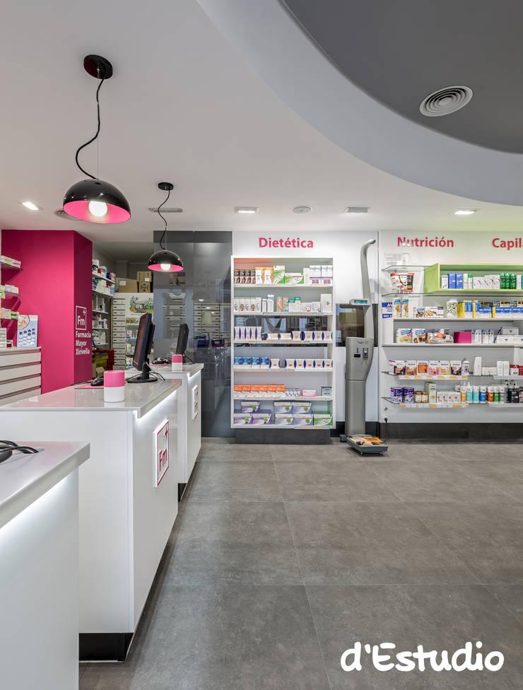 Farmacia Mayor Xirivella | Mostradores y Báscula: Espacios comerciales de estilo  de d'Estudio