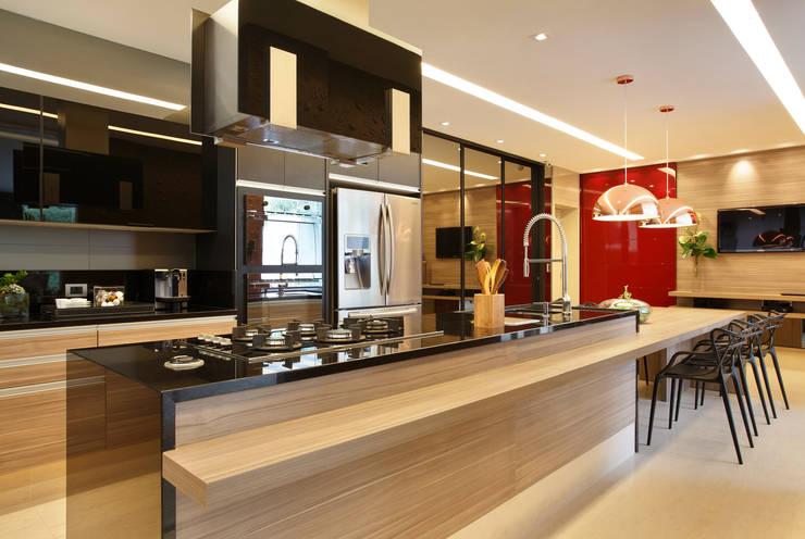Cucina in stile in stile Moderno di Arquitetura e Interior