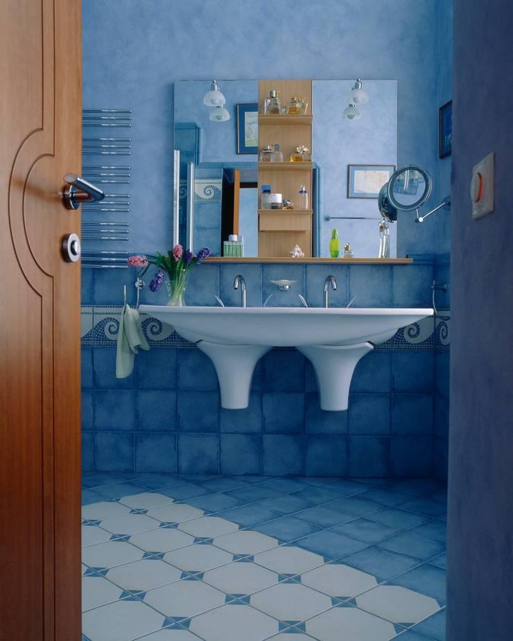 Квартира на Патриарших: Ванные комнаты в . Автор – ANIMA