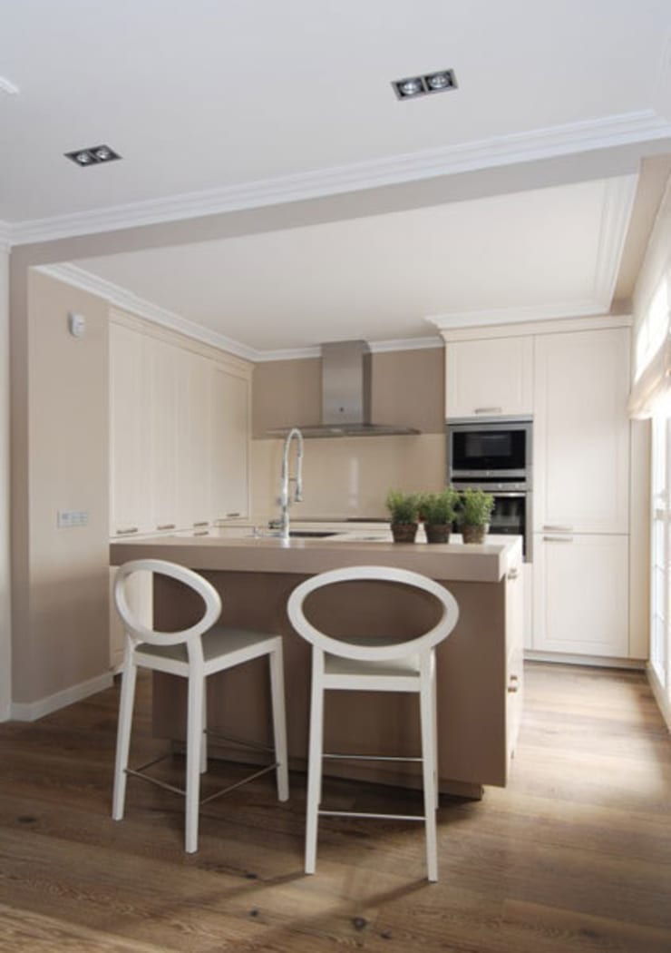 Sube Susaeta Interiorismo y Sube Contract diseño interior de casa con terraza: Cocinas de estilo  de Sube Susaeta Interiorismo