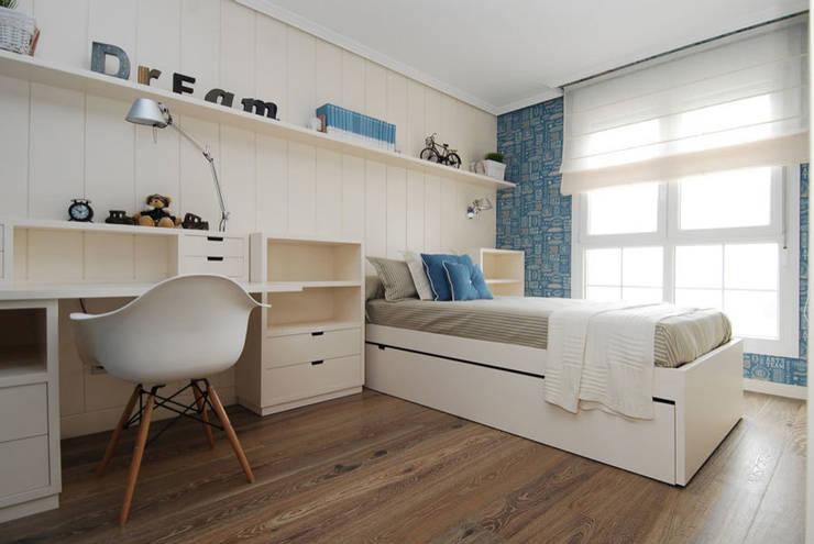 Sube Susaeta Interiorismo y Sube Contract diseño interior de casa con terraza: Dormitorios infantiles de estilo clásico de Sube Susaeta Interiorismo