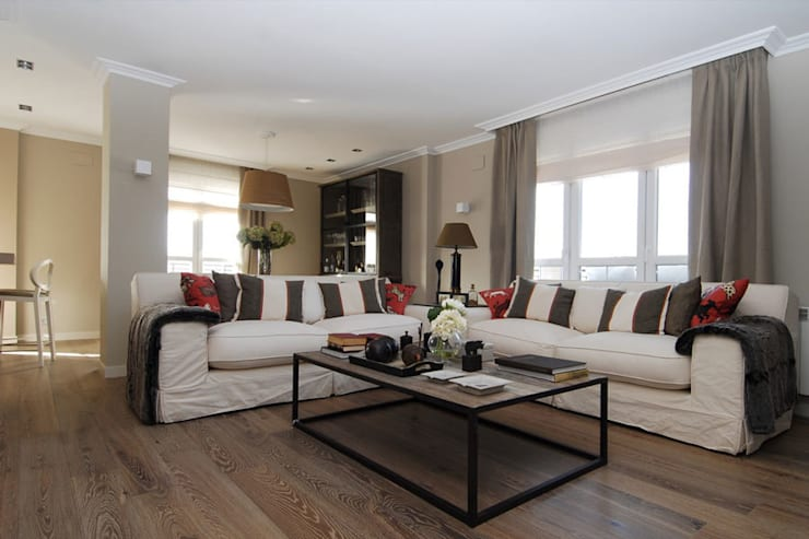 Sube Susaeta Interiorismo y Sube Contract diseño interior de casa con terraza: Salones de estilo clásico de Sube Susaeta Interiorismo
