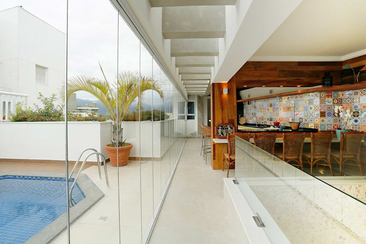 Penthouse Riviera de Sao Lourenço: Terraços  por Mayra Lopes Arquitetura | Interiores,