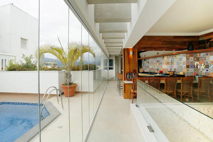 Terrazas de estilo  por Mayra Lopes Arquitetura | Interiores