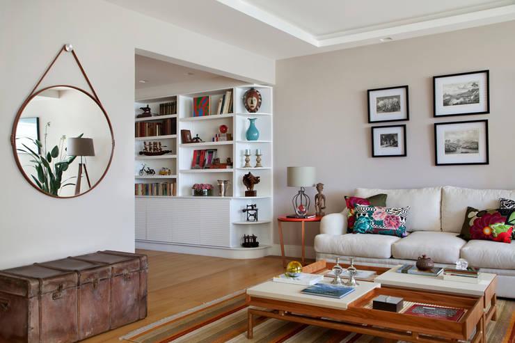 Living room by Da.Hora Arquitetura