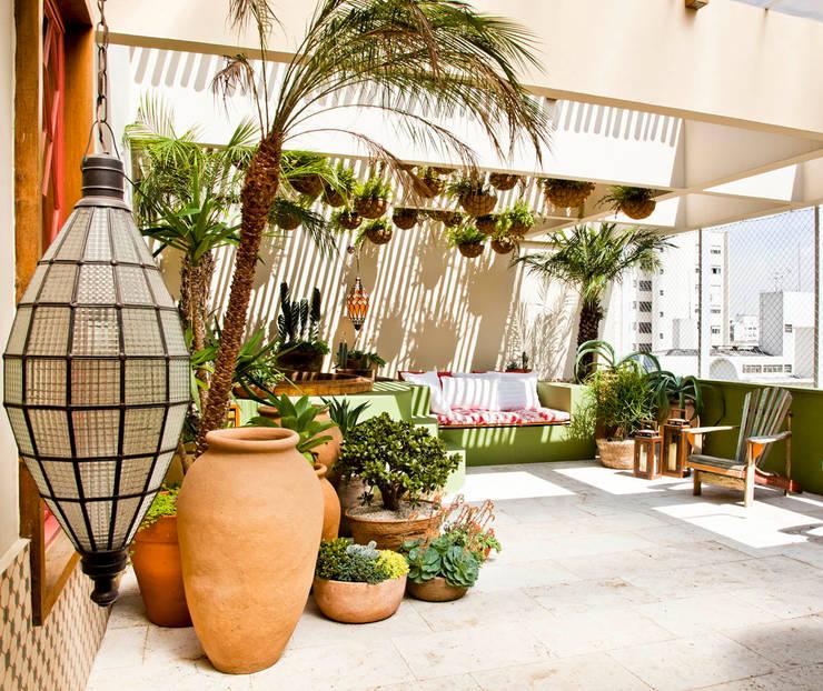 Jardines de estilo  por CARMELLO ARQUITETURA