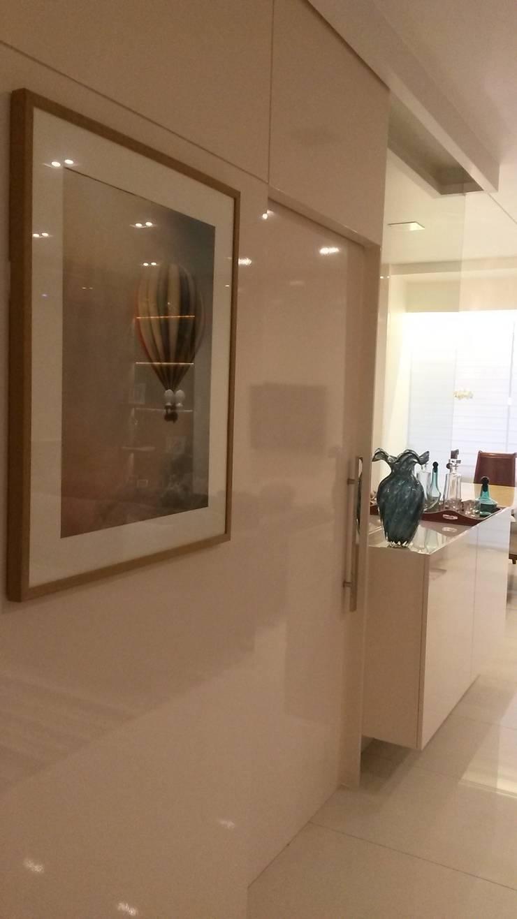 Casa de Praia Itapoá: Salas de estar  por Estúdio Kza Arquitetura e Interiores