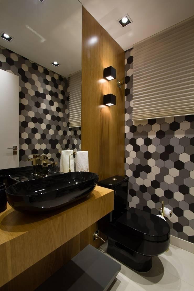 Apartamento Jacob : Banheiros modernos por Estúdio Kza Arquitetura e Interiores