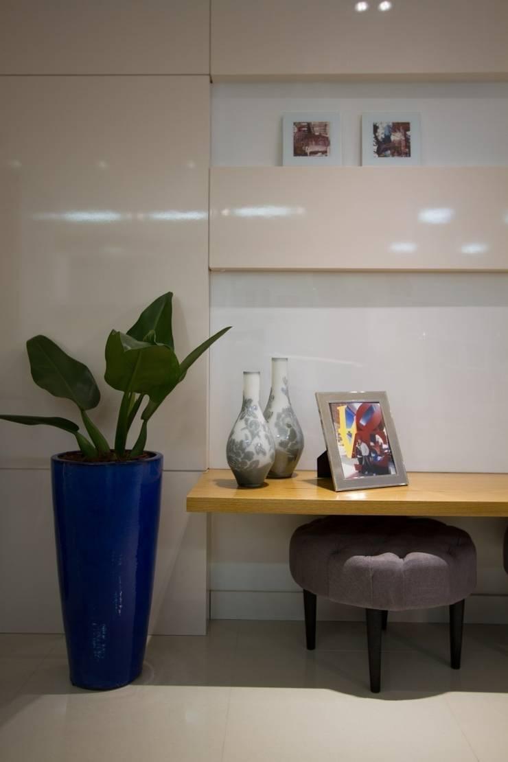 Apartamento Jacob : Salas de jantar modernas por Estúdio Kza Arquitetura e Interiores