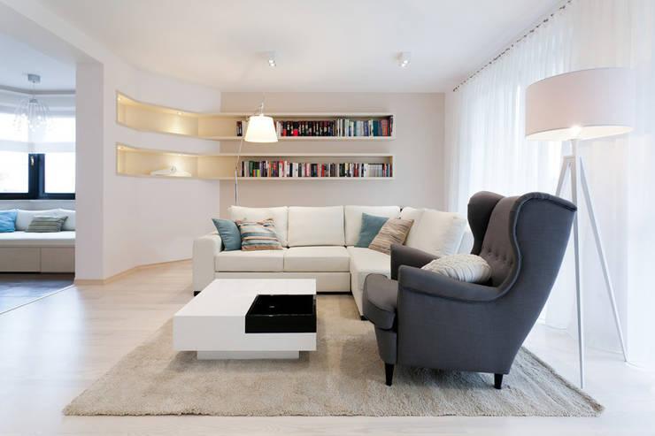 Realizacja projektu domu 160 m2 pod Krakowem: styl , w kategorii Salon zaprojektowany przez Lidia Sarad