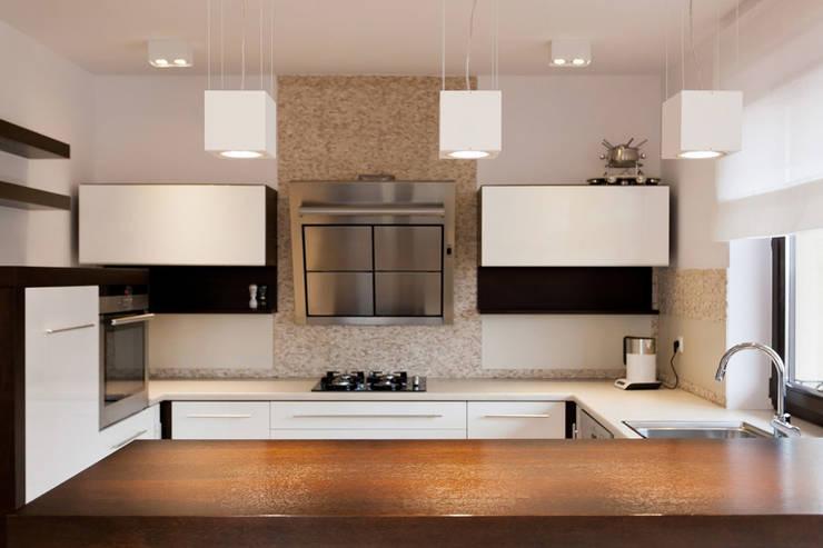 Realizacja projektu domu 160 m2 pod Krakowem: styl , w kategorii Kuchnia zaprojektowany przez Lidia Sarad
