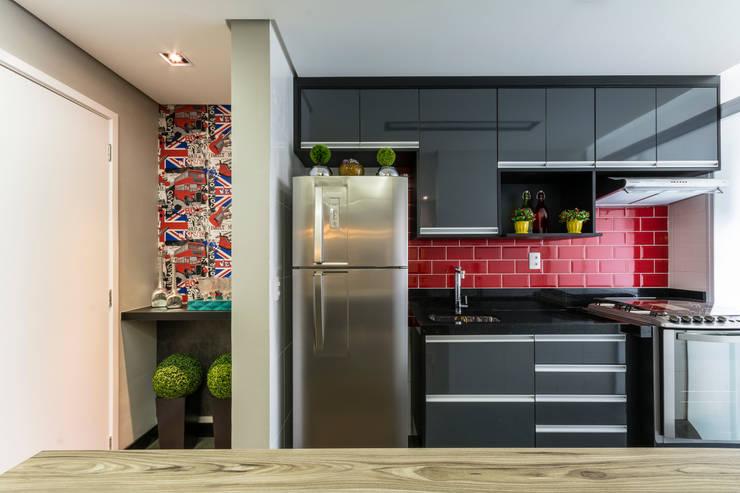 Gran Village Club: Cozinhas  por Lo. interiores,Moderno