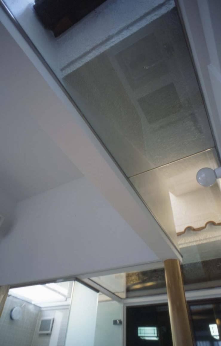 プラス・ワンルーム: 大成優子建築設計事務所が手掛けた浴室です。