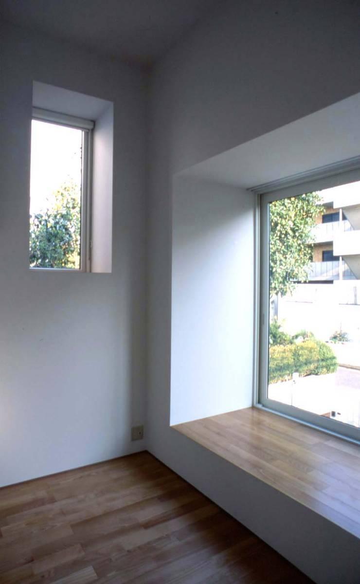 プラス・ワンルーム: 大成優子建築設計事務所が手掛けた窓です。