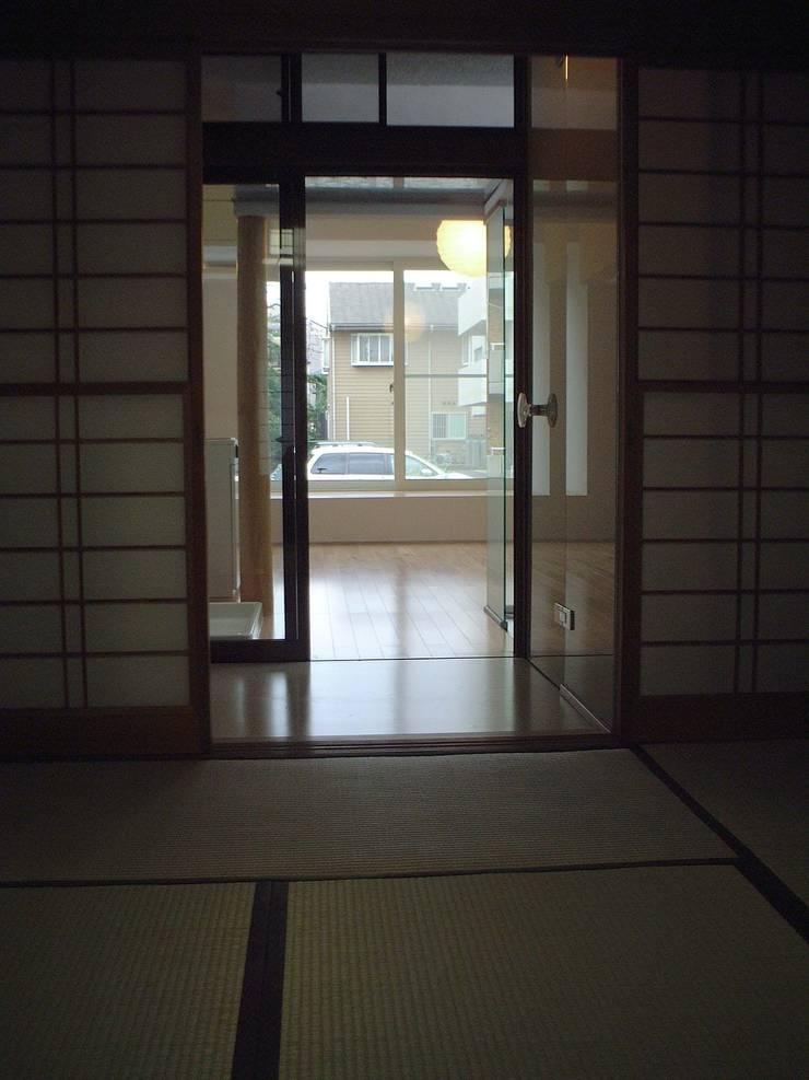 プラス・ワンルーム: 大成優子建築設計事務所が手掛けた壁です。