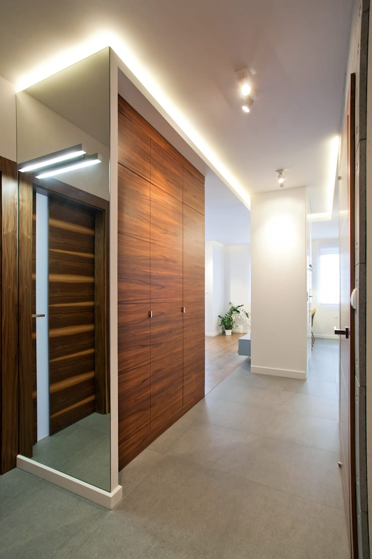 Realizacja projektu mieszkania 54 m2 w Krakowie: styl , w kategorii Korytarz, przedpokój zaprojektowany przez Lidia Sarad,Minimalistyczny