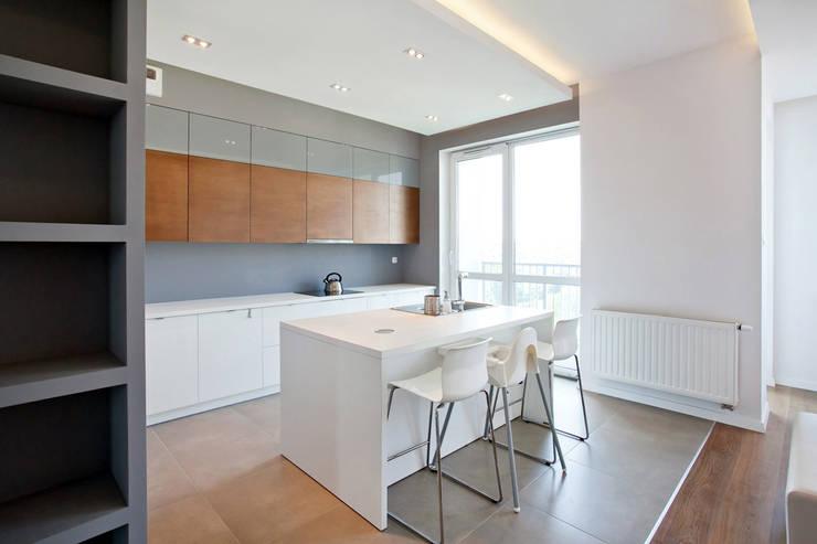 Realizacja projektu mieszkania 70 m2 w Krakowie: styl , w kategorii Kuchnia zaprojektowany przez Lidia Sarad