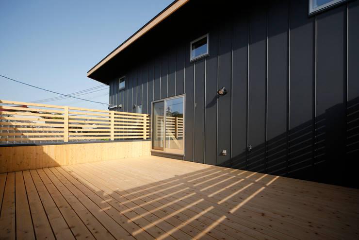 Terrazas de estilo  por 有限会社クリエデザイン/CRÉER DESIGN Ltd.