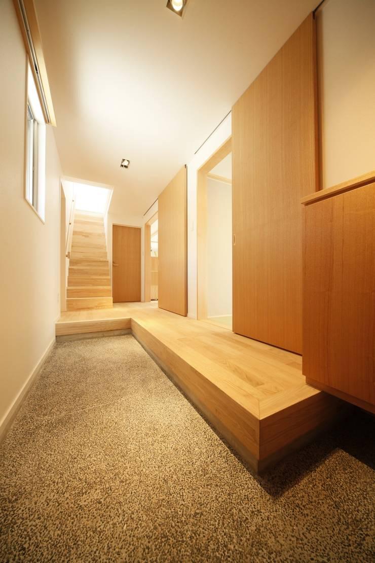 玄関/廊下: 有限会社クリエデザイン/CRÉER DESIGN Ltd.が手掛けた廊下 & 玄関です。