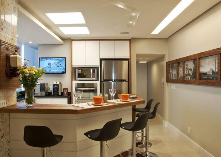 Cocinas de estilo  por Tania Bertolucci  de Souza  |  Arquitetos Associados