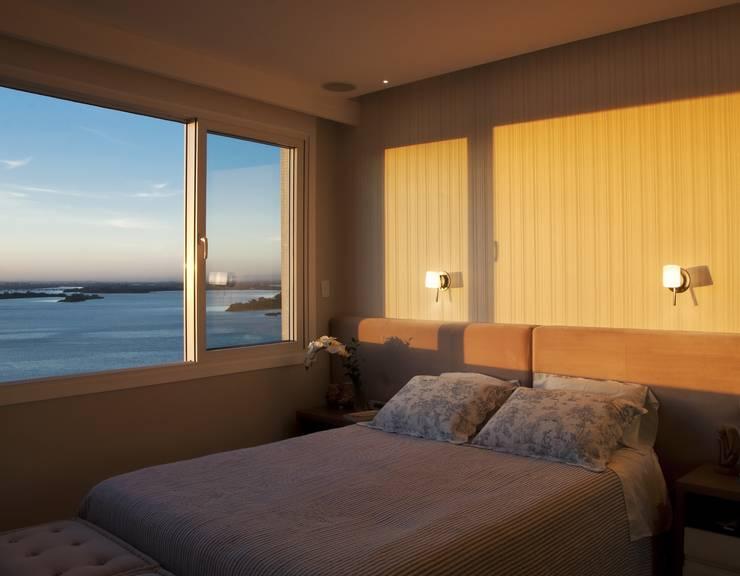 Camera da letto in stile  di Tania Bertolucci  de Souza  |  Arquitetos Associados