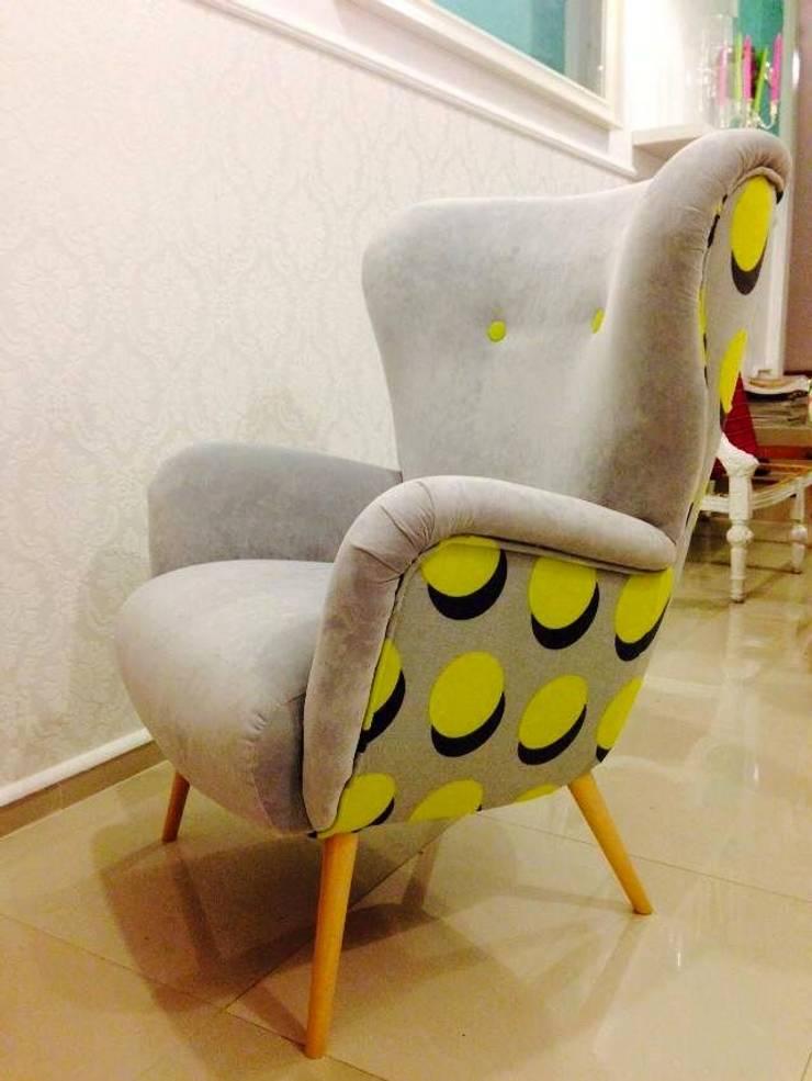 Fotel Uszak Atom: styl , w kategorii Salon zaprojektowany przez Juicy Colors,