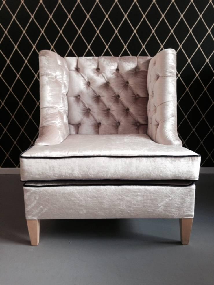 Fotel New Classic: styl , w kategorii Salon zaprojektowany przez Juicy Colors,