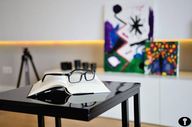 Salon marzeń : styl , w kategorii Salon zaprojektowany przez Urządzamy pod klucz,Nowoczesny