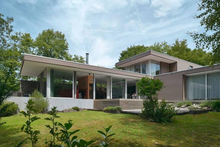 Maison R: Maisons de style  par atelier d'architecture FORMa*
