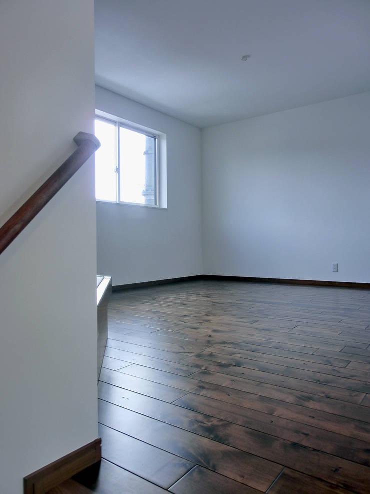 Scandinavian style living room by 高嶋設計事務所/恵星建設株式会社 Scandinavian