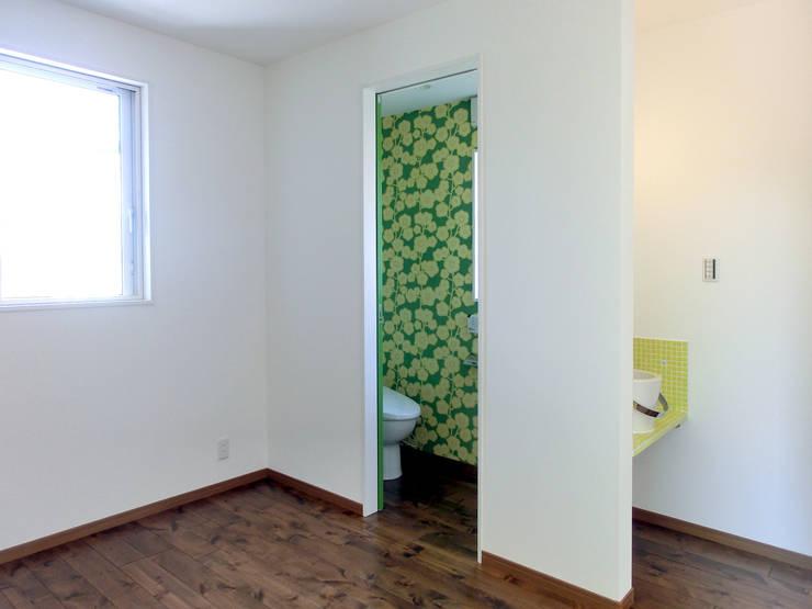 Salle de bain de style  par 高嶋設計事務所/恵星建設株式会社