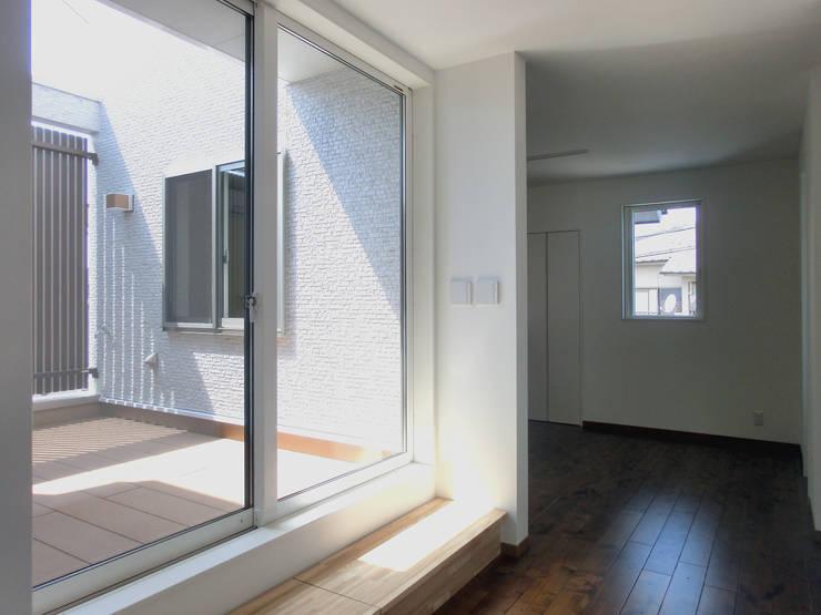 プレイスペース: 高嶋設計事務所/恵星建設株式会社が手掛けた和室です。,北欧